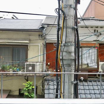 お向かいさんと仲良くなれる?!※写真は2階の同間取り別部屋のものです。