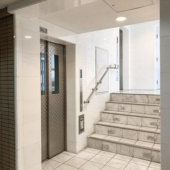 エレベーターは2つ。朝の出勤時間なども安心ですね。