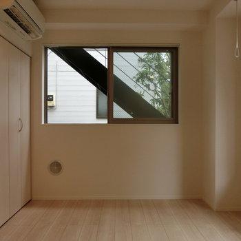 ナチュラルな空間。※写真は1階の反転間取り別部屋です。