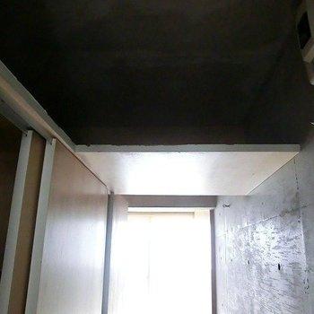 玄関上にも収納が!※写真は3階の同間取り別部屋のものです