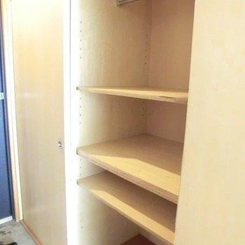 収納もけっこうあります。※写真は3階の同間取り別部屋のものです