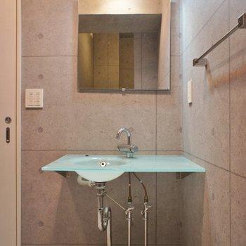 デザイナーズ感溢れる洗面台。※写真は前回撮影時のもの。