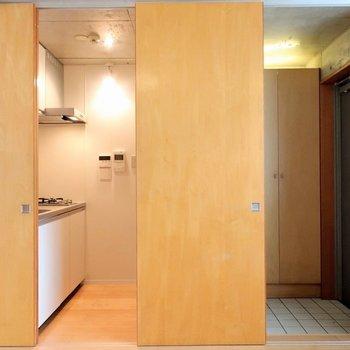キッチンスペースと玄関!