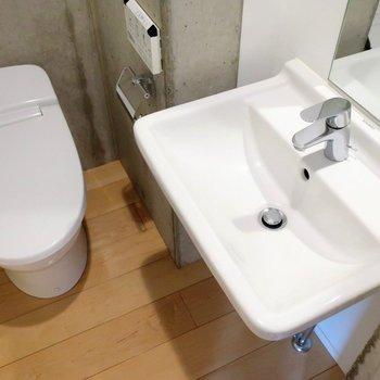 洗面台は少々コンパクトかな