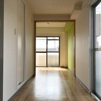 ダイニングと洋室は可動式ドアで仕切れます