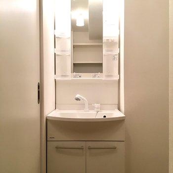 使い勝手良さそうな洗面台