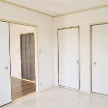 【洋室②】床の色が変わると雰囲気も違うなぁ