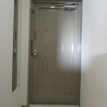 玄関は至ってシンプル。※写真は前回募集時のものです。