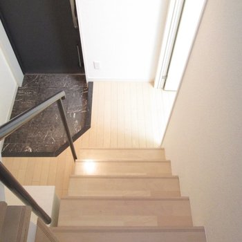 【1F】1階に降りると。