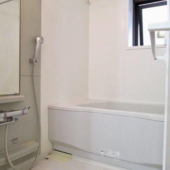 【2F】向かいは浴室です。