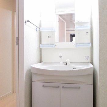 【2F】洗面台も大きく。