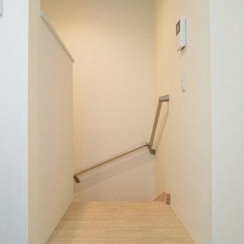階段を降りてみましょう♪