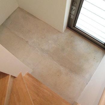 階段下もスペースがあります。
