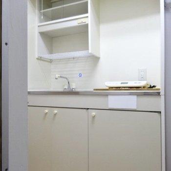 コンパクトキッチン、上の棚に洗ったものを置いたりできるかな?