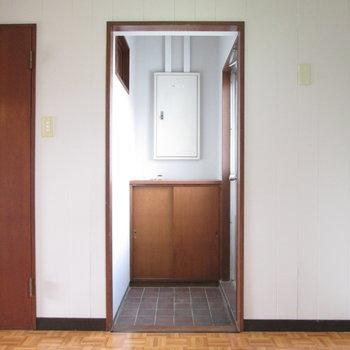 【WIC側の洋室】玄関のような場所まであります。