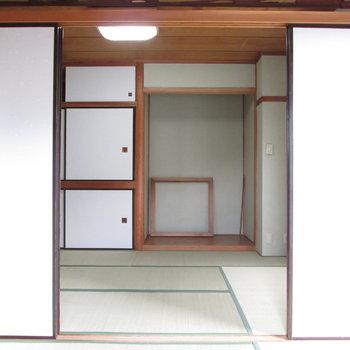 【4.5帖和室】お隣の部屋とも繋がります。