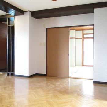 廊下に出て、右から見ていきましょう。