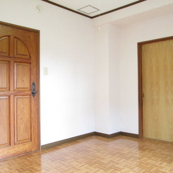 【和室側の洋室】一つのお部屋として使えます。