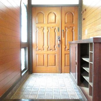 玄関はとても広くてシューズボックスもたくさん入りそう。