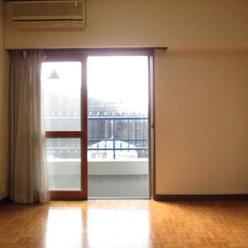 【和室側の洋室】採光も良好です!