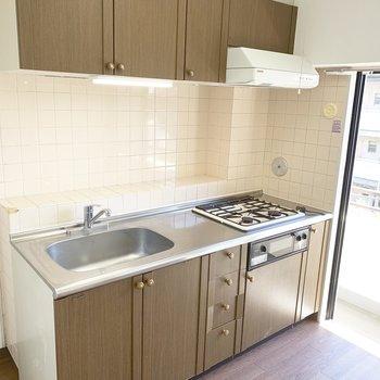 【DK】家庭的な印象のキッチンです。