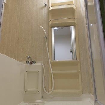 すっきりしたバスルーム。