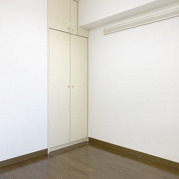 【洋室】壁も扉も、まっしろ。