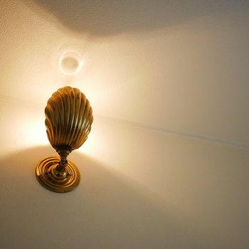 廊下の照明もさりげなくお洒落