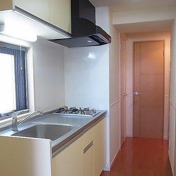 わくわくお料理できちゃうキッチン。※写真は2階の反転似ている間取り別部屋のものです