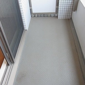 洗濯物干せます。※写真は2階の反転似ている間取り別部屋のものです