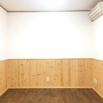 寝室。ベッドを置いてちょうどいい!※写真は1階の反転間取り別部屋です。