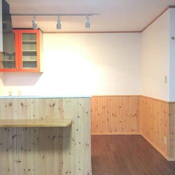 対面カウンターキッチン。幸せ。※写真は1階の反転間取り別部屋です。