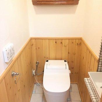 窓付き個室トイレのワンランク上感。※写真は1階の反転間取り別部屋です。