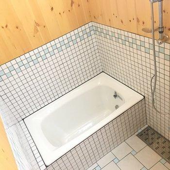 お風呂も素敵。うっとりバスタイム。※写真は1階の反転間取り別部屋です。