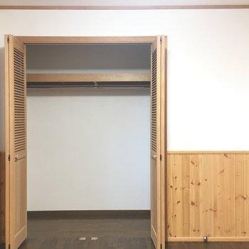 寝室収納は充分に。※写真は1階の反転間取り別部屋です。