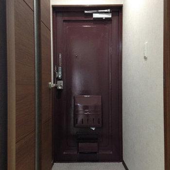 玄関部分。※写真は同間取り別部屋のものです。
