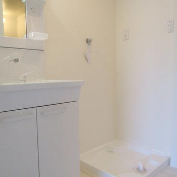 洗面台と洗濯機置場※写真は前回掲載時のものです