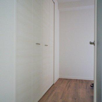 この扉はシューズボックスに。