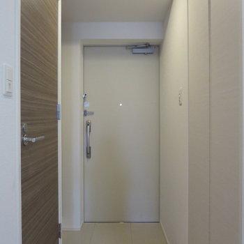 玄関スペースもゆとりがあります※写真は5階の同間取り別部屋のものです