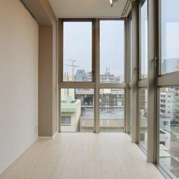 【LDK】大きな窓がいっぱいあって、日当たりも◎※写真は前回募集時のものです
