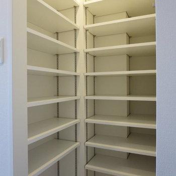 シューズボックスがこんなに!何足でも入れられますね※写真は7階の同間取り別部屋のものです
