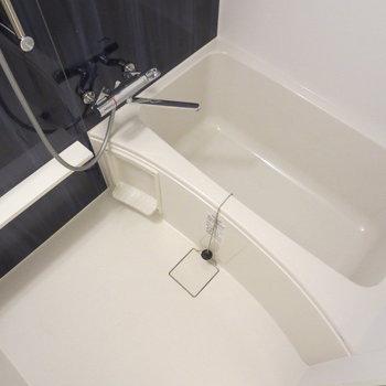 お風呂もピカピカです※写真は7階の同間取り別部屋のものです
