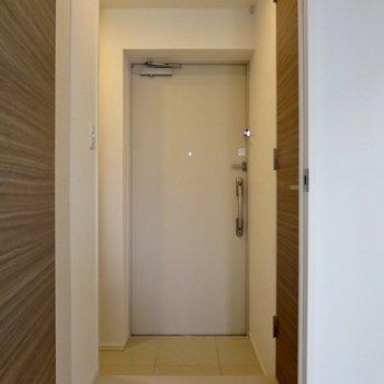 玄関もあたたかみがあります※写真は7階の同間取り別部屋のものです
