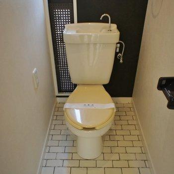 トイレの床も素敵♩