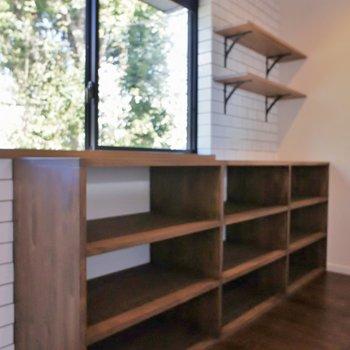 キッチン後ろは木の棚♡※写真は、前回撮影時のもの