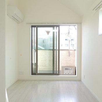 ドアを開けると真っ白い空間が※写真はクリーニング中です