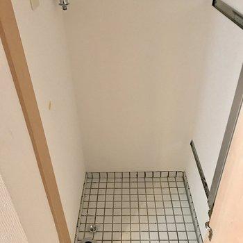 玄関横に洗濯機が置けます。(※写真は15階の同間取り別部屋のものです)