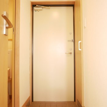 玄関の右手にシューズクローゼットがあります