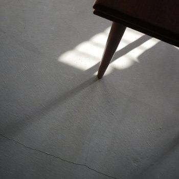 床はモルタルです
