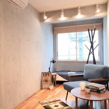 コンクリート打ちっぱなしが良いですよね。 ※家具は見本です。